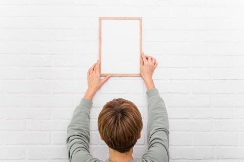 Appendere i quadri senza rovinare le pareti