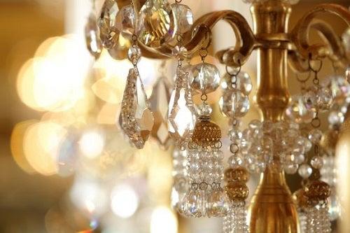 Rimodernare un lampadario: alcuni trucchi interessanti