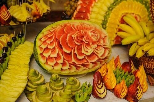 Alcuni frutti intagliati secondo l'arte mukimono
