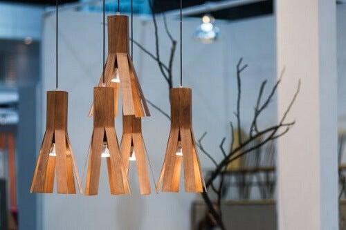 Lampade in legno impiallacciato, ecologiche e raffinate