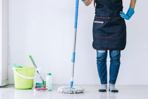 6 trucchi per pulire la casa rapidamente