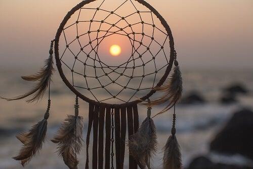Un acchiappasogni al tramonto