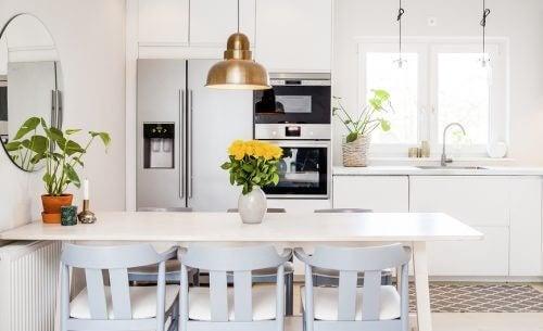 Cucina aperta o chiusa? Ecco vantaggi e svantaggi