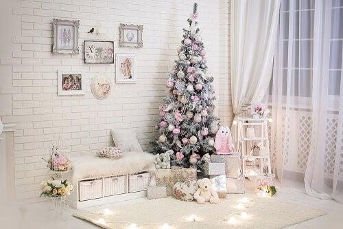 Una stanza natalizia in shabby chic
