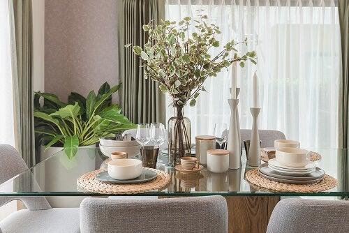Tavolo con piano in marmo o cristallo: caratteristiche e ...