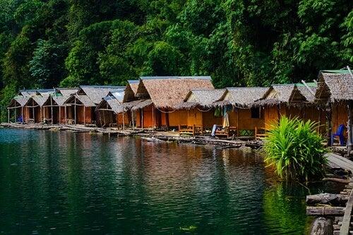 Alcune case galleggianti tailandesi
