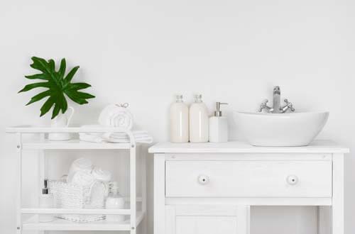Bagno minimalista bianco