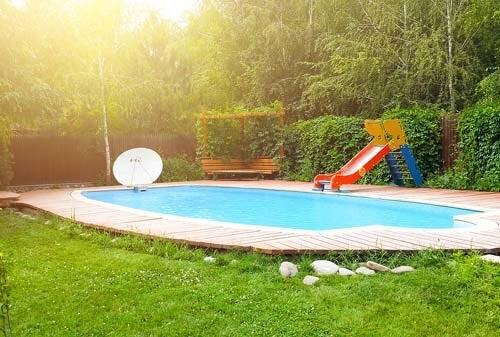 Piccola piscina in giardino