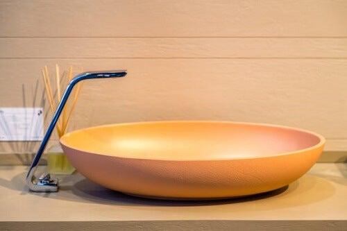 Bellissimi rubinetti avanguardisti per il bagno