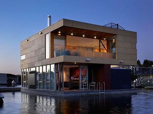 Una casa galleggiante moderna