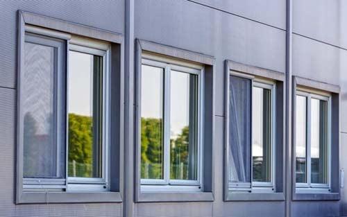 Alcune finestre in fila