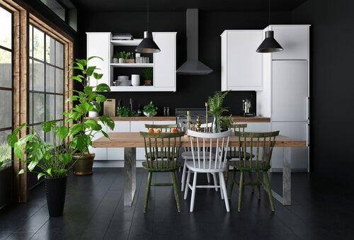 parete nera e legno bianco