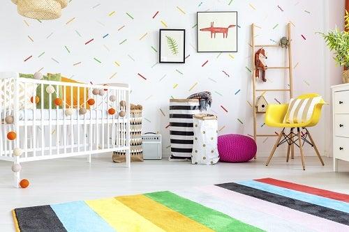 Stanza per bebè: tutto quello che deve contenere