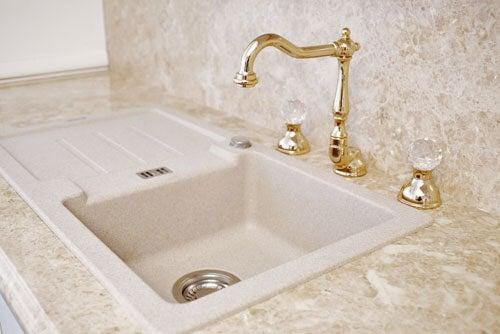 Esempio di rubinetti d'oro classici