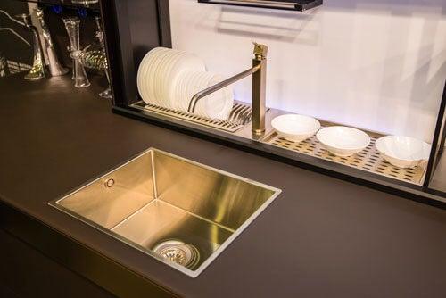 Esempio di rubinetti d'oro moderni
