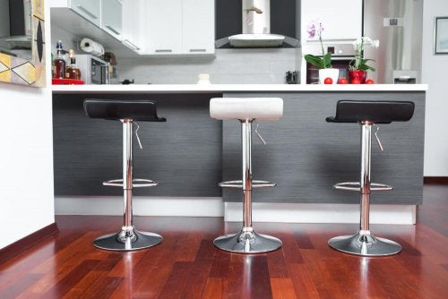 Lo sgabello, un pratico accessorio in cucina