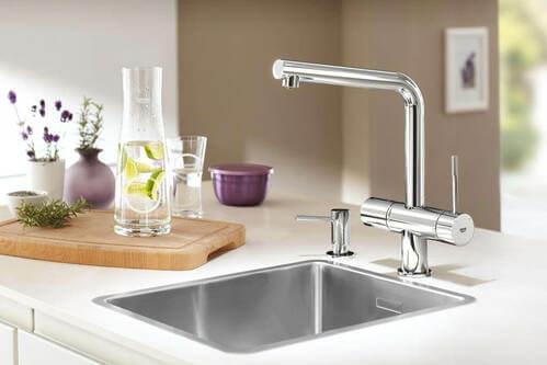 rubinetti che filtrano e mineralizzano l'acqua