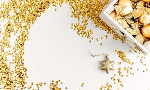 Il dorato è un ottimo colore per decorare con paillettes