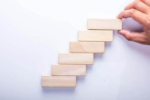 Creare orologi con le tessere del domino e del jenga