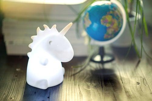 Lampada da tavolo a forma di unicorno