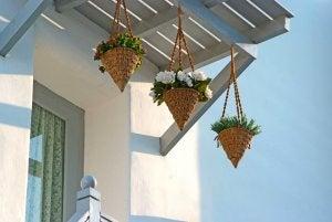 vasi da fiori pensili in stile mediterraneo