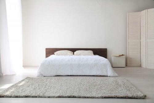 stile minimalista in camera da letto