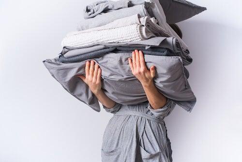 biancheria da letto lenzuola grigie