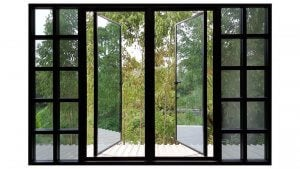 Finestra aperta su un giardino.