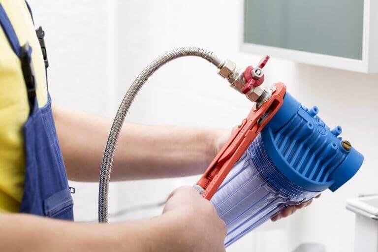 Pulire gli scarichi evita molti problemi idraulici