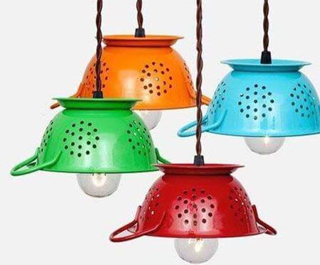 Lampade DIY con scolapasta colorati