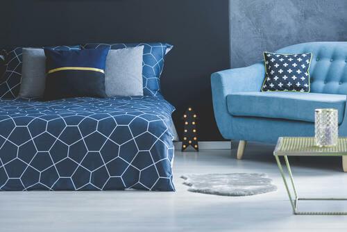 Camera da letto monocromatica blu, ambienti monocromatici