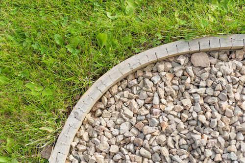 Cordoli e stradine per giardino con prato