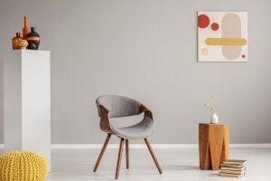 Geometria mid century con sedia e arte