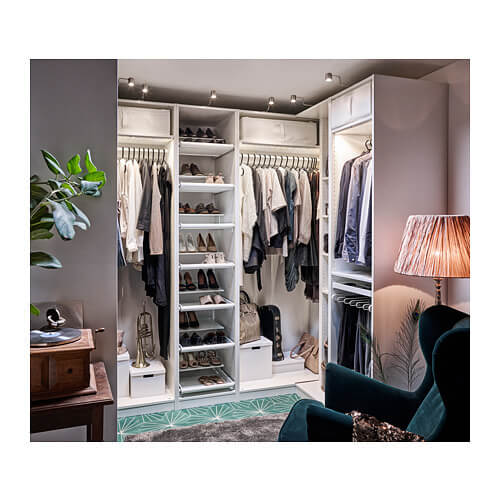 Armadio modulare PAX di IKEA per mantenere l'armadio in ordine