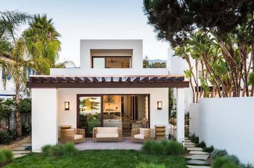 esterni casa con tettoia e vetrate