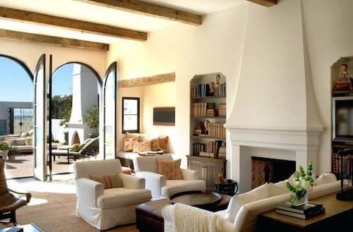 soggiorno con poltrone e divani