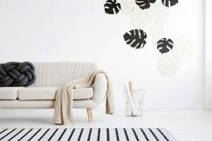 Salone minimal con divano beige