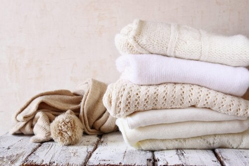 Trucchi per mettere via gli indumenti invernali