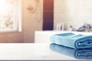 Abbinare gli asciugamani al bagno