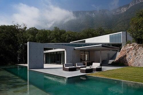 Esterno casa con piscina
