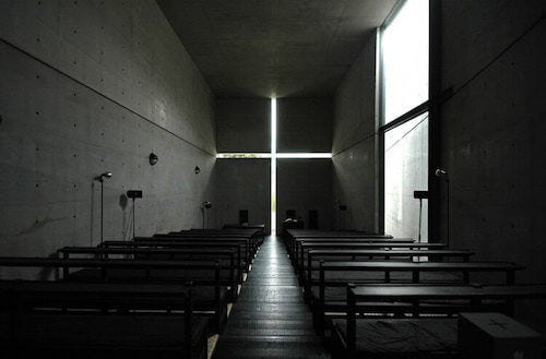 Interno chiesa della luce di Tadao Ando