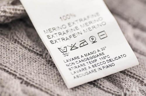 Etichetta vestito con indicazioni per il lavaggio