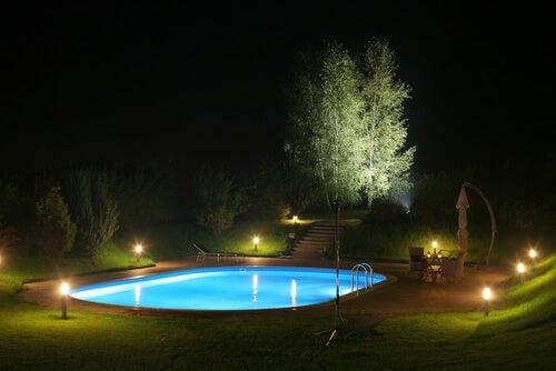 Vantaggi delle luci interne per la piscina