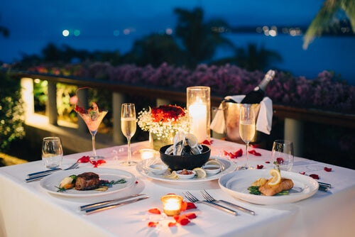 Biancheria da tavola per una cena romantica