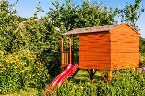 Costruire una casetta di legno per bambini in 4 passaggi