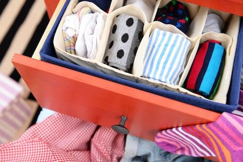 cassettiere con biancheria in ordine