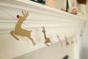 Decorazioni natalizie di carta o stoffa.