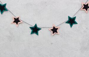 Ghirlanda di stelle di carta.