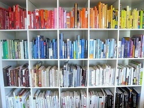 Libri arcobaleno: ordinare i libri in base ai colori