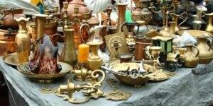 Bancarella di un mercatino per la decorazione